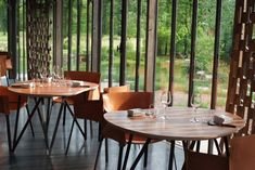 Image result for la grenouillere salle a manger Outdoor Tables, Outdoor Decor, Decoration, Dining Chairs, Outdoor Furniture, Merlin Project, Loic, Guide, Restaurants