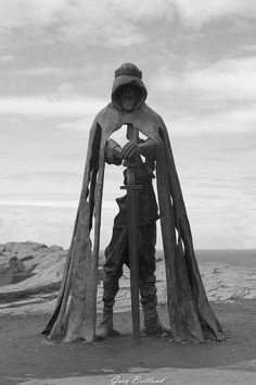 Photo: Gary Britland. Statue of King Arthur, by Robin Eynon, Tintagel, Cornwall