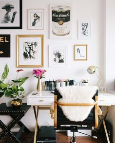 Beautiful Chic home office. Black desk chair with gold accents. White laquer desk with gold accents and a gallery wall. The post Chic home office. Black desk chair with gold accents. White laquer desk with gol… appeared first on Vien Decor . Mesa Home Office, Home Office Space, Home Office Desks, Small Office, Apartment Office, Office Chairs, Office Furniture, Office Spaces, Work Spaces