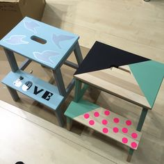 Le marchepied Ikea Bekvam à gagner ! Wooden Block Puzzle, Wooden Blocks, Funky Painted Furniture, Cool Furniture, Meubles Peints Style Funky, Dining Chair Makeover, Ikea Bekvam, Abstract Shapes, Ikea Hack