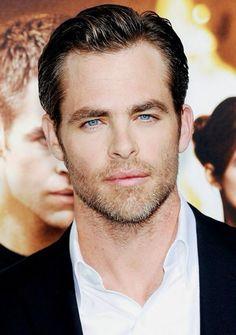 Chris Pine Pretty Men, Gorgeous Men, Hottest Guy Names, Beautiful Blue Eyes, Beautiful People, Star Trek Captains, Short Beard, Hollywood Men, Chris Pine