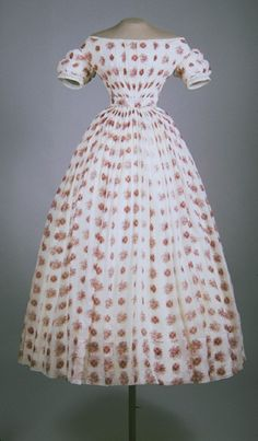 Dress, 1850-1853.   American Textile History Museum