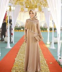 48 Ideas For Party Outfit Dinner Fall Party Dress, Hijab Dress Party, Hijab Style Dress, Dress Brokat Muslim, Muslim Dress, Kebaya Modern Dress, Kebaya Dress, Muslim Fashion, Hijab Fashion