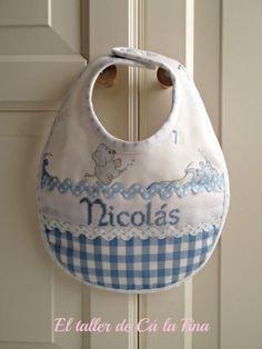 Babero personalizado para Nicolás #bebes #canastillas