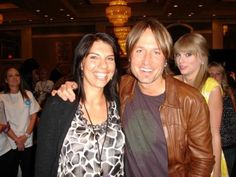 Celebrity Photobomb- some look fake or photoshopped but there's about 10 that are actually funny =D  Look @Paula Marie it's Keith! Lol.