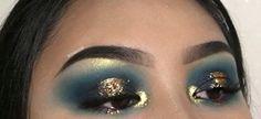 Blue eyeshadow Rave Makeup, Glam Makeup, Makeup Inspo, Makeup Inspiration, Makeup Ideas, Glitter Eyeshadow, Eyeshadow Looks, Glitter Makeup, Gorgeous Makeup