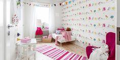 Girls room with one wall of little birdie wallpaper. Lundin Fastighetsbyrå