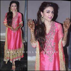 Soha Ali Khan @sakPataudi Gorgeous at her pre Wedding #Mehndi Jan 23, 15 in http://www.RituKumar.com/ ~ inner cotton peshwaz, kurti in pink chanderi, jaipuri lehran odhni, perfect for a day time mehndi <3