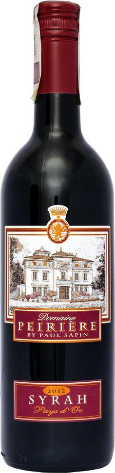 Domaine Peirière Syrah Pays D'OC Bardzo ciekawe wino z Langwedocji, z typowej dla tego obszaru odmiany - Syrah. Urzeka zapachem fiołków i owoców leśnych (jagody) z odrobiną przypraw. Im dłużej trwa degustacja, bym wino rozwija się i uwalnia kolejne aromaty. Sprawdź koniecznie co odkryje przed Tobą. Całkiem eleganckie, bez niepotrzebnego nadęcia. W sam raz na wieczór. Warto uwierzyć w to, że francuskie wino da się lubić. #Winezja #Langwedocja #Syrah #Wino Saint Chinian, Cabernet Sauvignon, Sauce Bottle, Whiskey Bottle, Drinks, Beverages, Drink, Beverage, Drinking