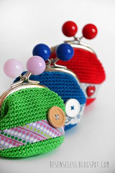 Portamonete, nastri e bottoni