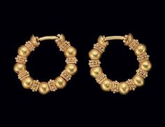 A PAIR OF ACHAEMENID GOLD PENNANULAR EARRINGS