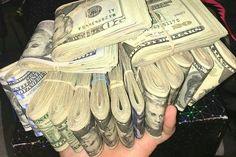 Make money cash easy money rich entrepreneur bitcoin fortune rent rentier love best crypto tee job home moneytizing referral trade bourse exchange tai lopez Warren Buffett Cash Money, Mo Money, How To Get Money, Money Box, Money Tips, Free Money Now, Make Money Online, Money On My Mind, Money Pictures