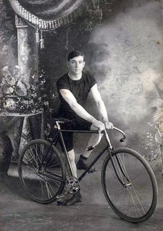 Young man with single speed bicycle | Shared from http://hikebike.net