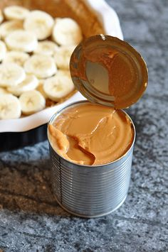 Ban for banana + offee for toffee = Banoffee Pie. Make toffee to use in the pie from boilng a can of sweetened condensed can milk. Banoffee Pie, Pie Recipes, Sweet Recipes, Cooking Recipes, Recipies, Köstliche Desserts, Dessert Recipes, Tarte Caramel, Puddings