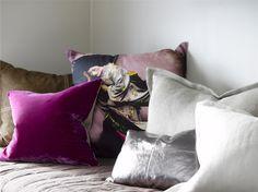 Fra barnslig til voksent tenåringsrom - ifi. Throw Pillows, Bed, Home, Toss Pillows, Cushions, Stream Bed, Ad Home, Decorative Pillows, Homes