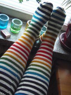 Lankaterapiaa: Villasukkamielenosoitus - rainbow stripes