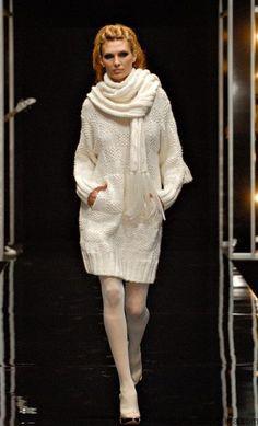 Белое платье спицами из коллекции Masha Kravtzova. Вязаное подиумное платье с описание
