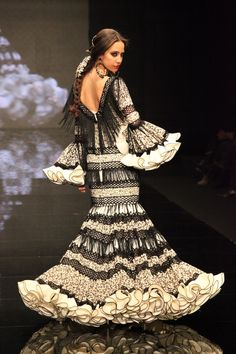 Flamenco Fashion by Loli Vera, 2012 Spanish Dress Flamenco, Flamenco Dresses, Spanish Fashion, Spanish Style, Couture Mode, Couture Fashion, Gypsy Dresses, Nice Dresses, Live Fashion