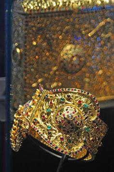 Le Musée Abderrahman Slaoui - Bijoux en or du Maroc/ Kholkhal, Chevillères. Or et pierres précieuses. Fès. XXe siècle.