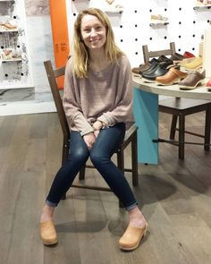 The Clogs girl of the day — (Source:. Clogs Outfit, Sandals Outfit, Clogs Shoes, Casual Winter Outfits, Fall Outfits, Fashion Outfits, Wooden Sandals, Wooden Clogs, Sven Clogs