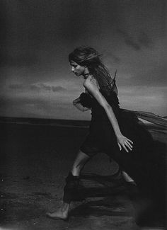 Anna Selezneva in Stormy Weather, photographed by Peter Lindbergh for Numéro February Peter Lindbergh, Movement Photography, Urban Photography, Editorial Photography, Fashion Photography, Experimental Photography, Beauty Photography, Black White Photos, Black And White Photography