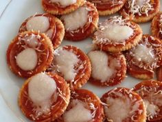 Pizza crackers are an easy snack to fix in a solar oven. They only need to heat long enough to melt the cheese. They are a perfect treat for kids to make. Cooking For A Group, New Cooking, Cooking Ribs, Cooking Turkey, Easy Meals For Kids, Kids Meals, Oven Recipes, Cooking Recipes, Quick Pizza