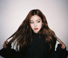 Her signature pose Kpop Girl Groups, Korean Girl Groups, Kpop Girls, Forever Young, Lisa, Park Chaeyoung, Jennie Blackpink, Blackpink Jisoo, Beautiful Roses