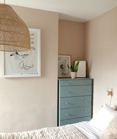 Dusty Pink Bedroom, Light Pink Bedrooms, Pink Room, Farrow Ball, Farrow And Ball Paint, Black Carpet Bedroom, Bedroom Colors, Bedroom Decor, Bedroom Ideas