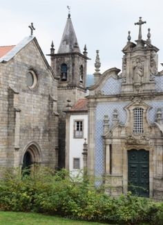 Belezas de Guimarães-Portugal Portuguese Culture, Ancient Architecture, Barcelona Cathedral, Places To See, Around The Worlds, Europe, Country, City, Building