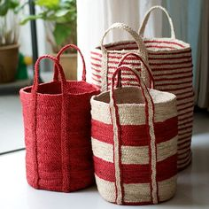 Gorgeous Santorini red and cream floor baskets. sac rayure rouge et blanc paille Rattan, Wicker, Red Cottage, Basket Bag, Red Basket, Shades Of Red, Basket Weaving, Woven Baskets, Picnic Baskets