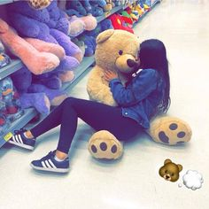 Giant Teddy Bear, Big Teddy, Teddy Girl, Tumblr Photography, Girl Photography Poses, Cute Little Baby, Little Babies, Cute Indian Boys, Doodle On Photo