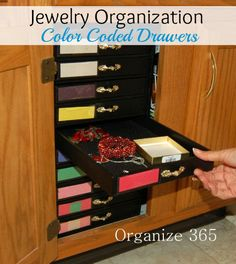 Do you have a lot of jewelry that you can't figure out how to organize it? See how Jennifer organized hers with the color coded drawer system! | Organize 365