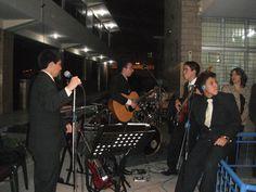 Orquesta Fratelli en sus inicios, tocando el día de la graduación.