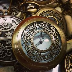 Candles, bells, heartbeats and prayers – a look at alternative ways of telling time and date in fantasy. Fantasy Romance, High Fantasy, Fantasy Books, Fantasy World, Steampunk Pocket Watch, Fellowship Of The Ring, Sword And Sorcery, Throne Of Glass, Telling Time