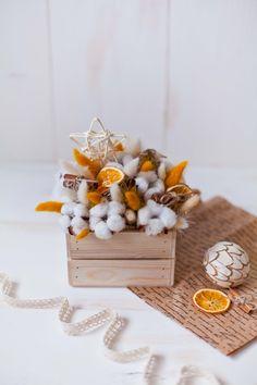 Flower Gift box with cotton Wedding gift bouquet with Flower Box Gift, Flower Boxes, Diy Flowers, Flower Decorations, Yellow Flowers, Real Flowers, Blue Flower Arrangements, Christmas Arrangements, Creative Flower Arrangements