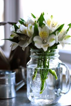How To: Simplify: Simple Fix: Mason Jar Vase