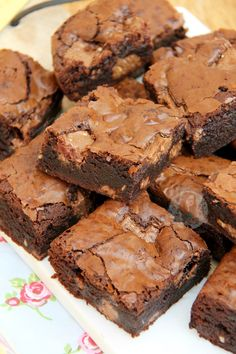 Chocolatey, Easy, and Super Delicious Toblerone Brownies, full of Toblerone Chunks. I *accidentally* bought a large amount of Toblerone the other day, as I had a craving, and it was on offer. I did realise later however, that three of the large Toblerones might have been a tad excessive (aka 1.2kg of the stuff) so i wanted to bake something with it. My Toblerone Cookies have been really popular again recently after posting them on my Facebook page, and I figured that if you all love the…