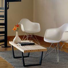 O Banco George Nelson é considerado um estudo prático do minimalismo, demonstrando simplicidade e utilidade. E mesmo com toda a simplicidade ele é muito versátil, podendo compor desde a sua sala de estar até a varanda de sua casa.