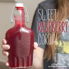 Sweet Raspberry Antioxidant Cordial (nonalcoholic) - a delicious drink for the summer. ○ via everyday roots Refreshing Drinks, Summer Drinks, Fun Drinks, Healthy Drinks, Mixed Drinks, Hp Sauce, Raspberry Cordial, Raspberry Liquor Recipe, Raspberry Recipes