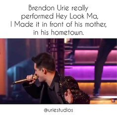 At The Disco] Brendon Urie performing 'Hey Look Ma I Made It' at the 2019 BBMAs - Internet-Marketing Emo Band Memes, Emo Bands, Music Bands, Emo Meme, 5sos Memes, Music Stuff, My Music, Brendon Urie Memes, Panic! At The Disco