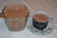 A Receita de Chocolate Quente Cremoso com 3 Ingredientes é econômica e fica uma delícia. Nos dias mais frios, essa receita vai aquecer toda a família, sem