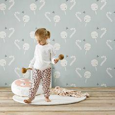Super schattig behang Lollypop van Roomblush! Daar krijg je toch trek van? Het blauwe Lollypop behang staat heel mooi in bijvoorbeeld…