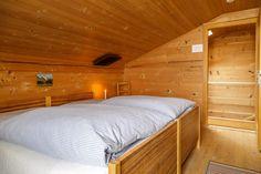 Die schönsten Berghotels für den Schweizer Bergsommer Engagement Ring Cuts, Bed, Furniture, Dark Spots, Bergen, Home Decor, Wanderlust, Zip Lining, Double Room