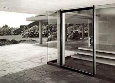 Entrada de vidrio a Casa Fernández, Paseo del Pedregal 421, Jardines del Pedregal, México, DF 1956    Arq. Francisco Artigas -    Glass entrance to Casa Fernandez, Pedregal, Mexico City 1956