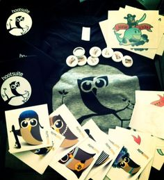 """""""@SocialBro: This is the #HootKit we've just got from @HootSuite_ES! Thanks, @Dianna Robles! We love it <3"""""""
