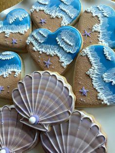 Seashells and beach cookies. Wedding Cookies, Wedding Desserts, Fun Desserts, Royal Icing Sugar, Royal Icing Cookies, Summer Cookies, Fun Cookies, Seashell Cookies, Iced Sugar Cookies