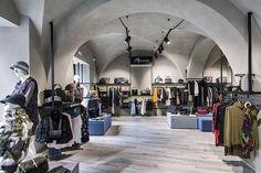 """My Reason, un negozio monomarca d'abbigliamento donna """"made in italy"""" nel centro storico di Acireale, Acireale, 2015 - ivistudio"""