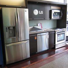 Kitchen by Bloor Dovercourt Appliances    http://www.thegiftnetwork.com/bloor-dovercourt-appliances/