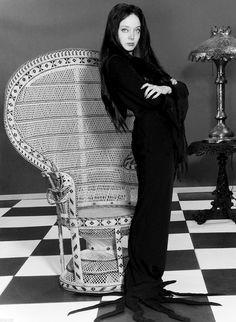 Morticia Addams, Gomez And Morticia, Carolyn Jones, Lily Munster, Adams Family, Family Tv, Jones Family, Dark Beauty, Gothic Beauty