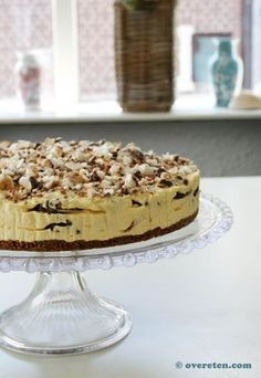 Bokkenpootjestaart (ingrediënten: bastognekoeken, kloppudding vanille, roomboter, slagroom, melk, klop-fix, bokkenpootjes en advocaat) (@ Over Eten) Baking Recipes, Cake Recipes, Dessert Recipes, Pie Cake, No Bake Cake, Cake Cookies, Cupcake Cakes, Sweet Bakery, Sweet Pie